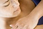 Проблемы с кожей? Зуд, раздражение, сыпь иди странные пятна <i>воспаляющиеся</i> на коже? Воспаление кожи, изменение текстуры и цвета, пятна могут быть последствием инфекции, хронического состояния кожи, контакта с аллергеном или раздражителем. Узнайте побольше о кожных заболеваниях у взрослых. Если есть какие-либо незначительные изменения, они могут быть сигналом серьезного заболевания, поэтому не откладывайте визит к врачу.